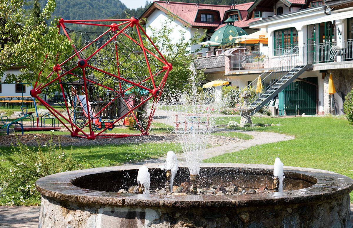 Hotel Gasteiger Jagdschlössl in St. Johann in Tirol zimmer-springbrunnen