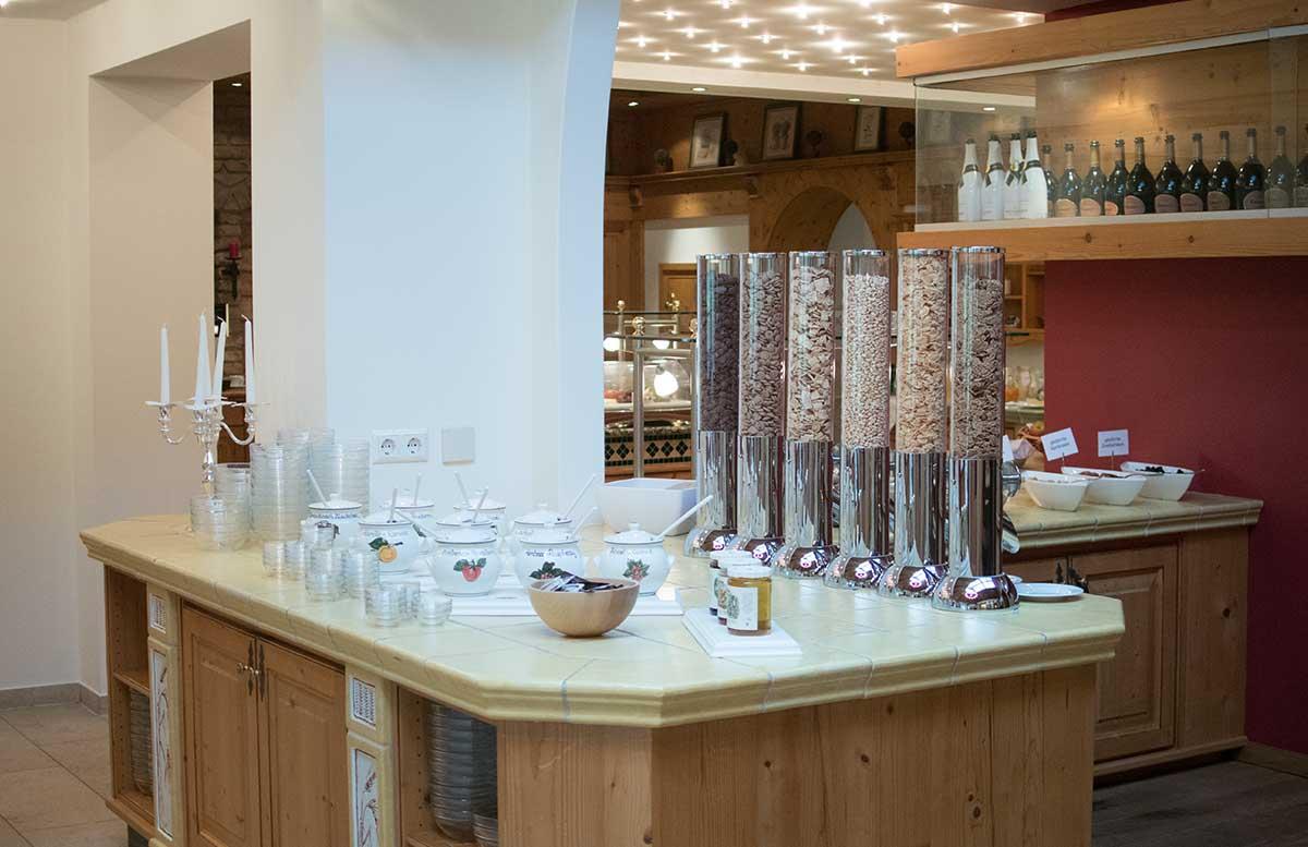 Hotel Gut Weissenhof in Radstadt frühstück müsliecke und Marmelade