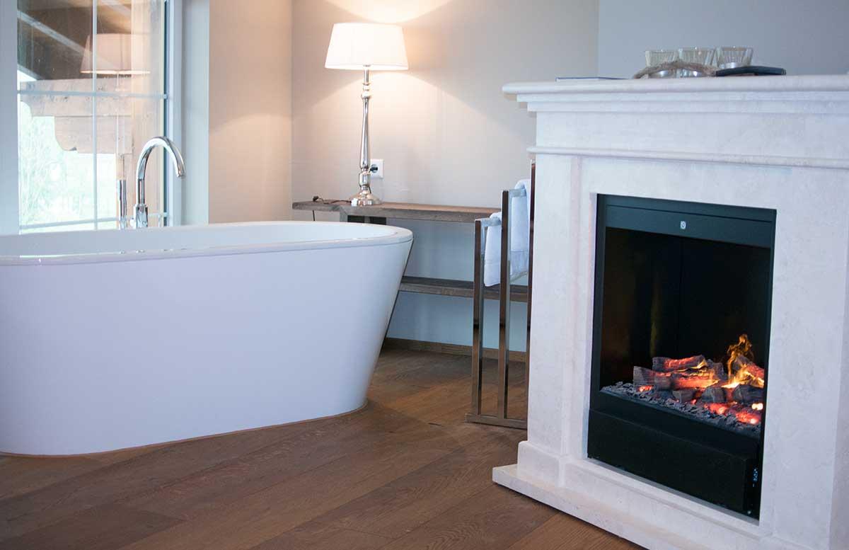 Hotel Gut Weissenhof in Radstadt schlafzimmer badewanne mit kamin