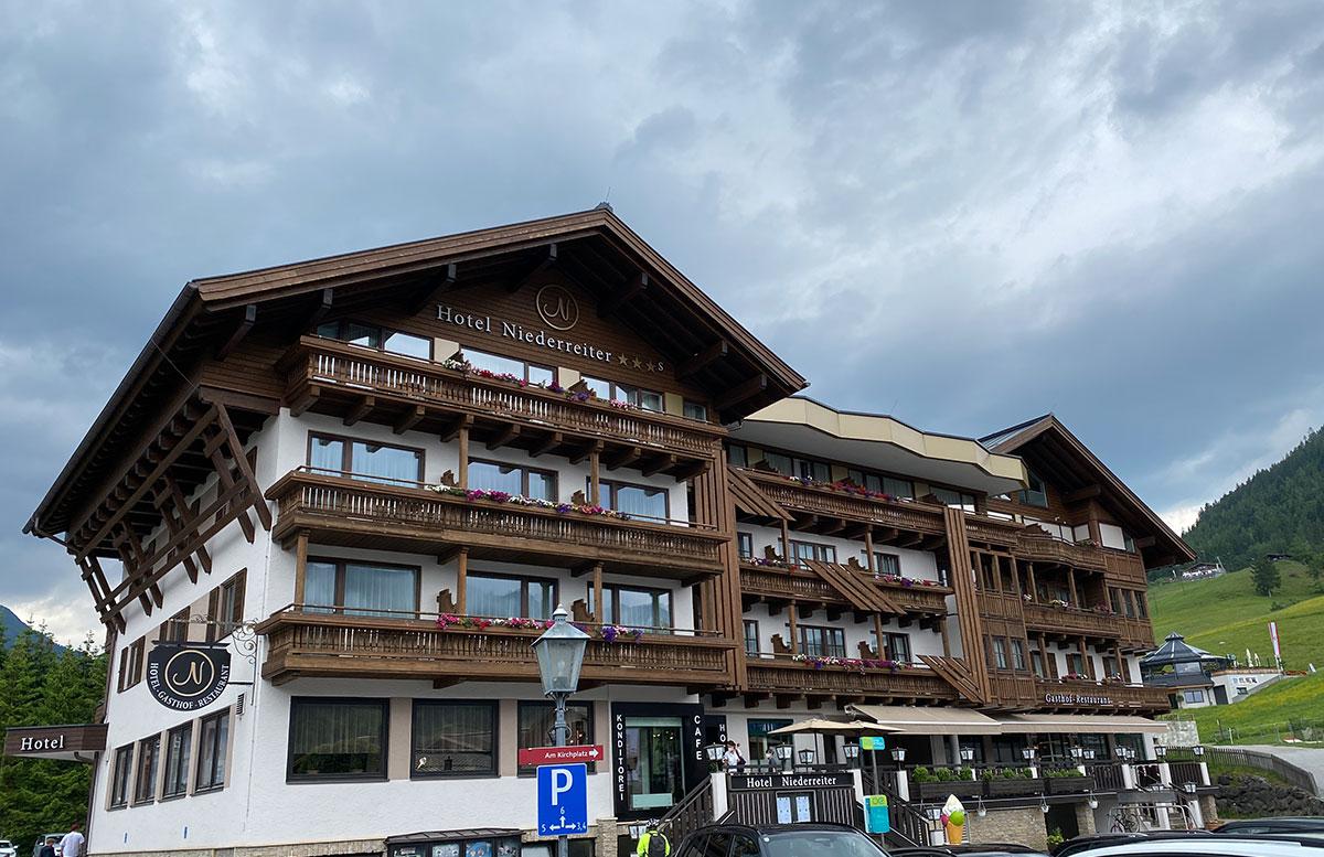 Hotel-Niederreiter-in-Maria-Alm-Salzburger-Land-hotel-groß
