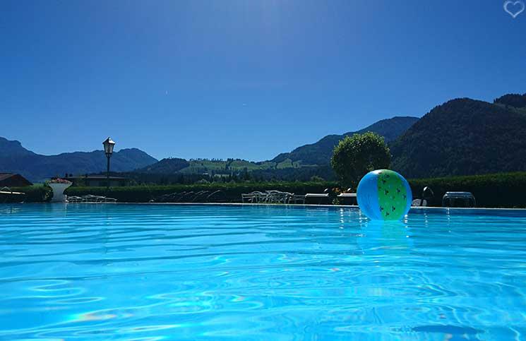Hotel-Seehof-am-Walchsee-ball-im-pool
