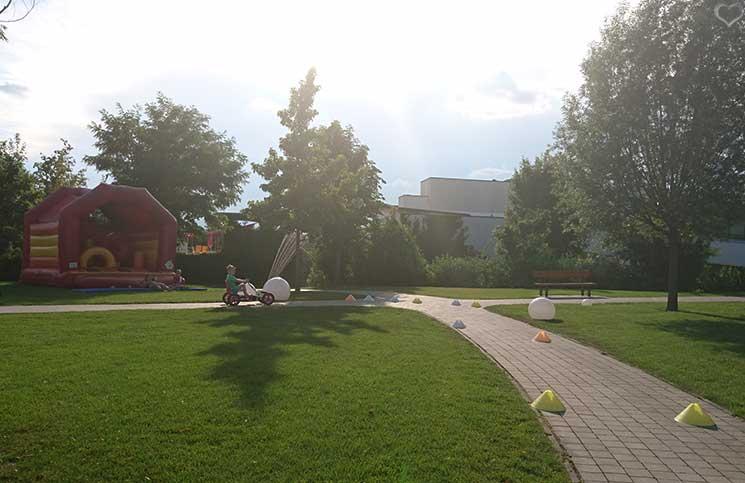 Hotel-Sonnenpark-bei-der-Sonnentherme-Lutzmannsburg-kart-fahren-im-park