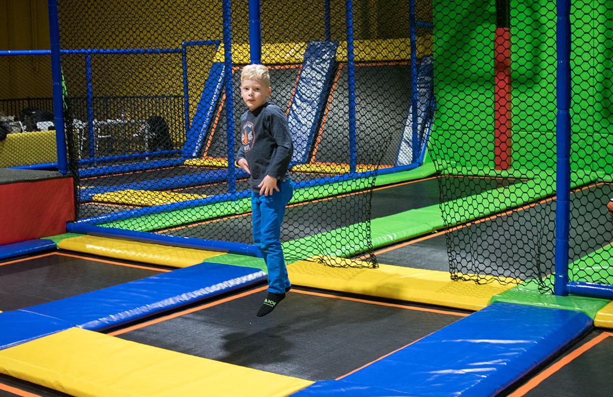 JumpMAXX Trampolinwelt mit Ninja-Parcours in Wien jumping