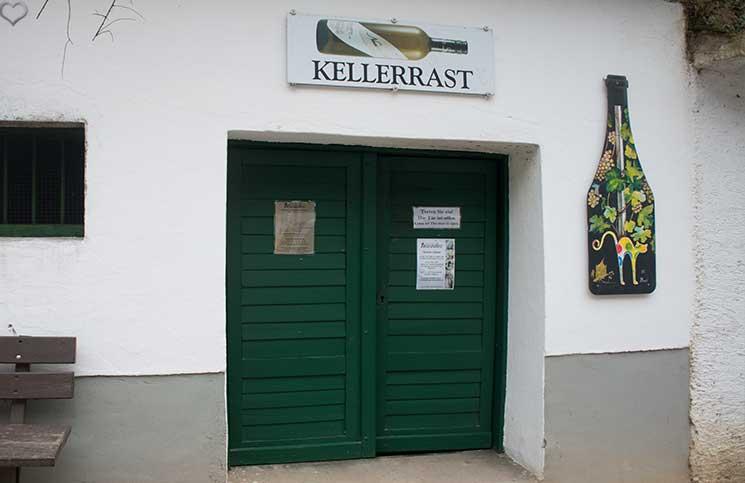 Kellergassenführung-im-Weinviertel-kellerrast