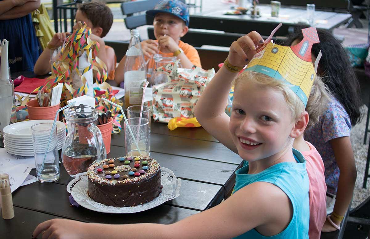 Kindergeburtstag in der Kolariks Luftburg Praterfee torte zum geburtstag mit krone