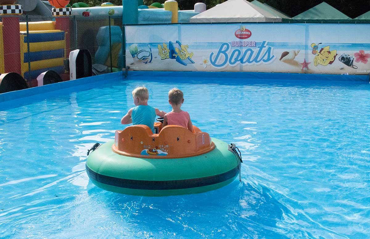 Kindergeburtstag in der Kolariks Luftburg Praterfee lufti boats fahrt