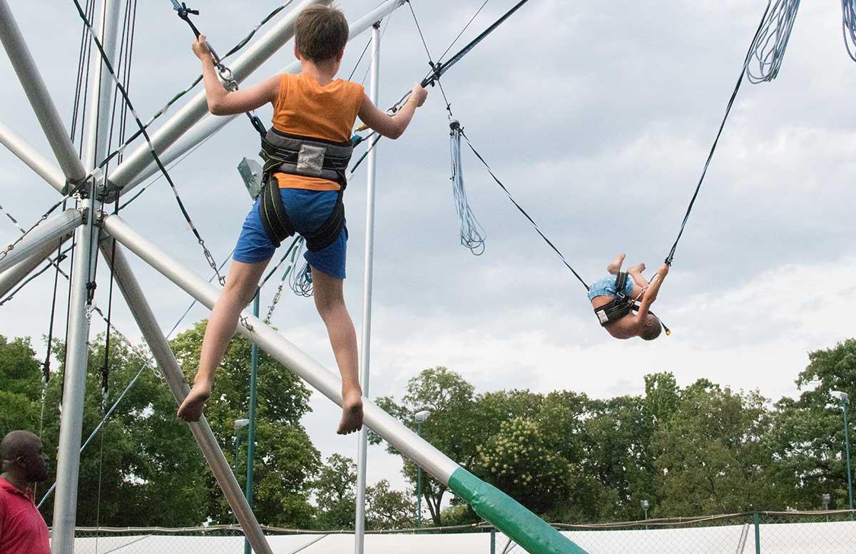 Kindergeburtstag in der Kolariks Luftburg Praterfee salto trampolin