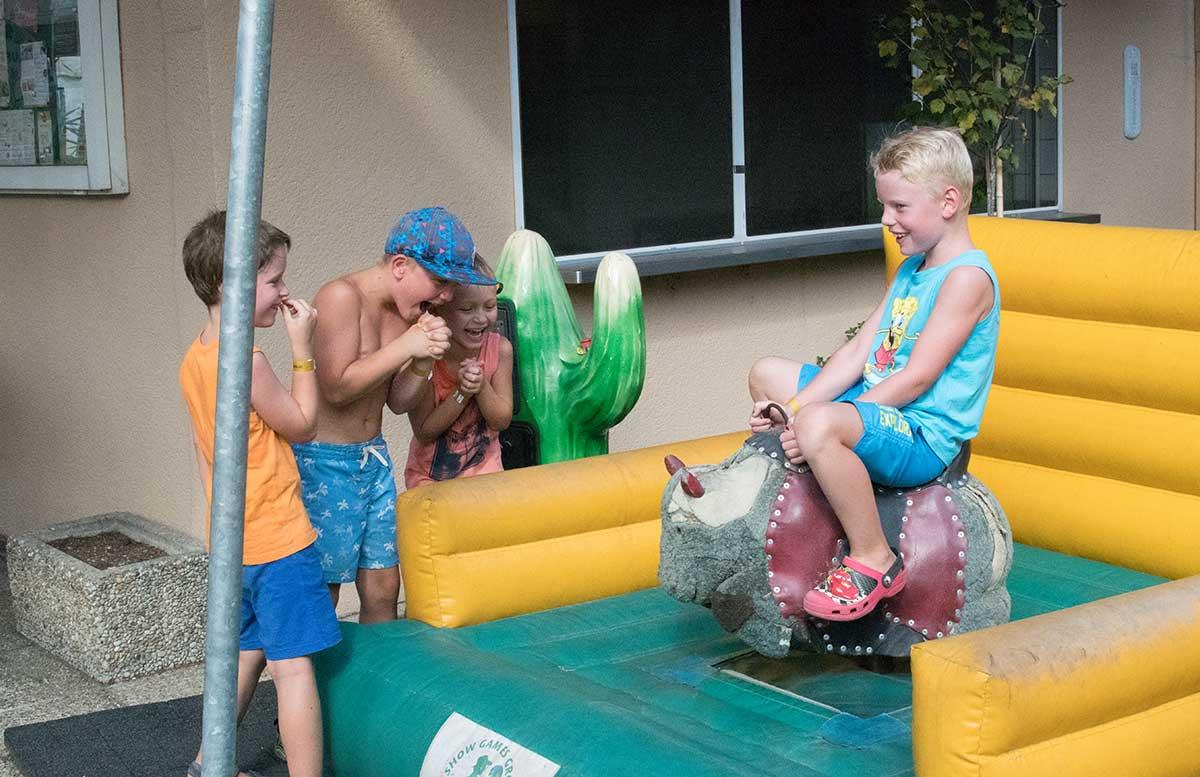 Kindergeburtstag in der Kolariks Luftburg Praterfee bullen reiten