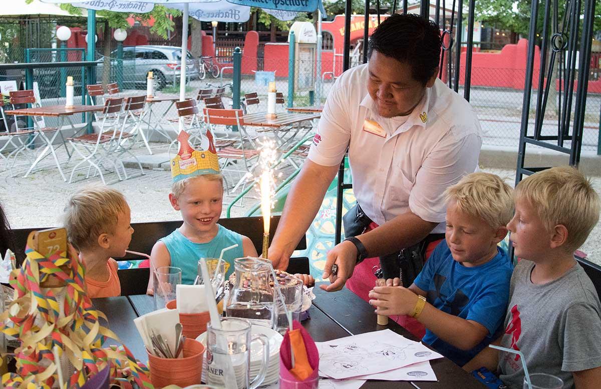 Kindergeburtstag in der Kolariks Luftburg Praterfee torte zum geburtstag