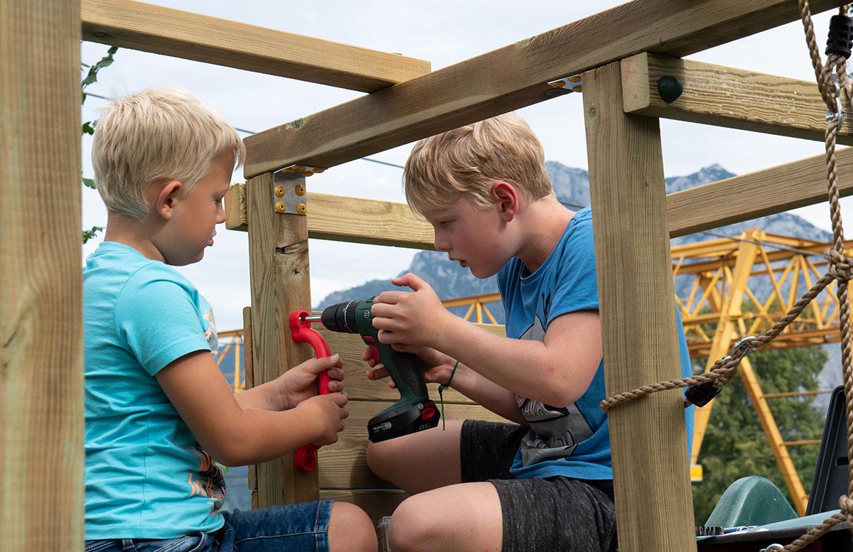Kletterturm-mit-Rutsche-und-Schaukel-von-Wickey-kinder-bauen
