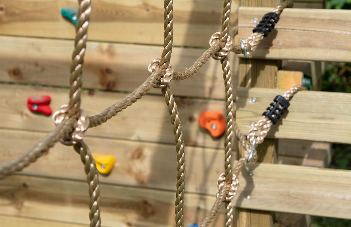 Kletterturm-mit-Rutsche-und-Schaukel-von-Wickey-kletternetz