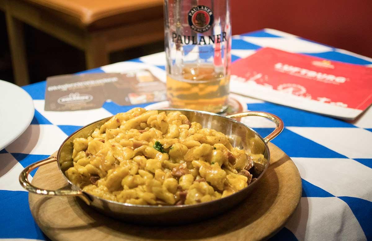 kolariks-oktoberfest-kaesespaetzle