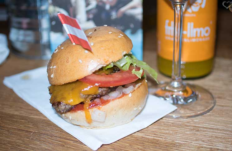 LeBurger-Eröffnung-in-der-Mariahilferstraße-cheeseburger