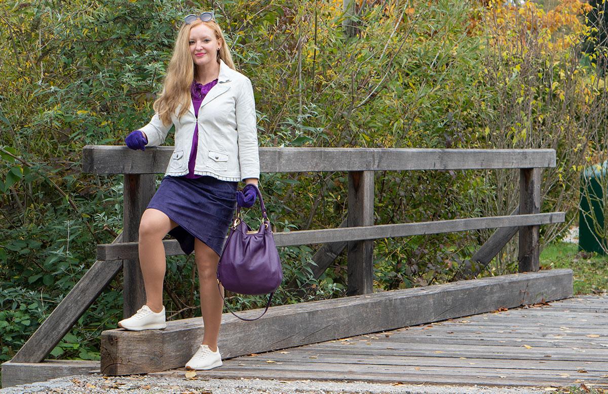 Leder-Outfit-mit-Seidenbluse-und-Merino-Sneakers-detail