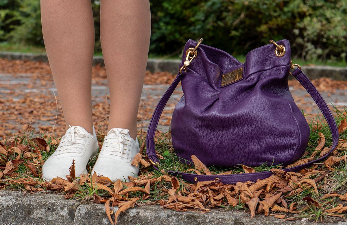Leder-Outfit-mit-Seidenbluse-und-Merino-Sneakers-yuccs-sneakers