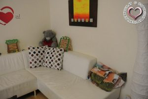 eine wei e ledercouch trotz kind vickyliebtdich. Black Bedroom Furniture Sets. Home Design Ideas