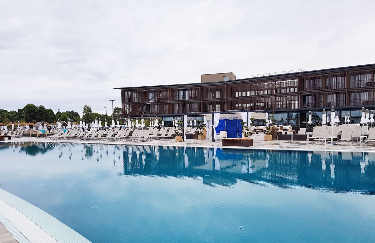 Lino-delle-fate-Eco-village-Resort-in-Bibione-pool-landschaft