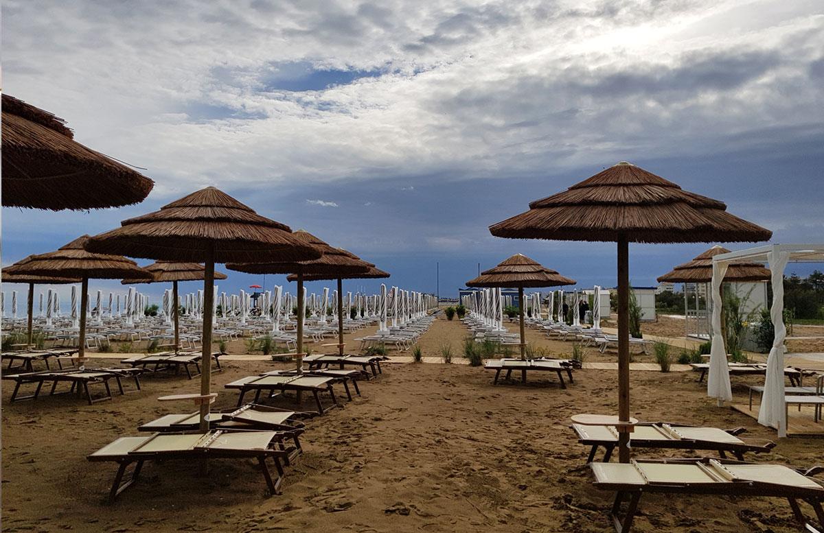 Lino-delle-fate-Eco-village-Resort-in-Bibione-strandschirme