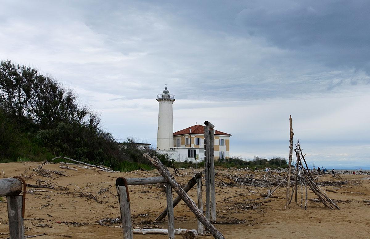 Lino-delle-fate-Eco-village-Resort-in-Bibione-strandspaziergang-leuchtturm