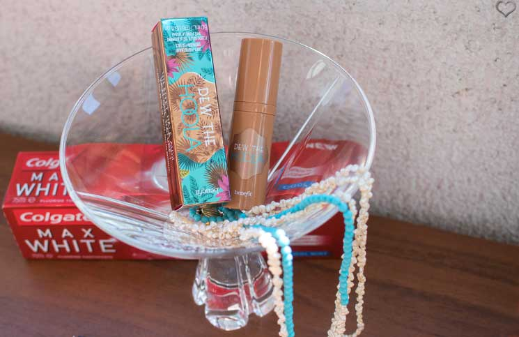 Love-Peace-and-Beauty-Glossybox-benefit-dew-the-hoola-produkt
