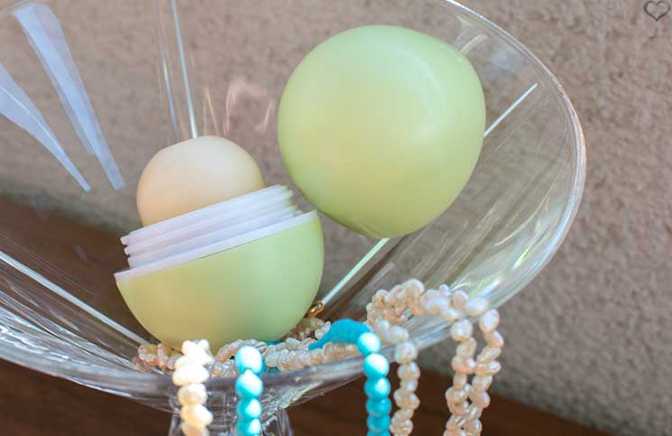 Love-Peace-and-Beauty-Glossybox-nutralux-lip-balm