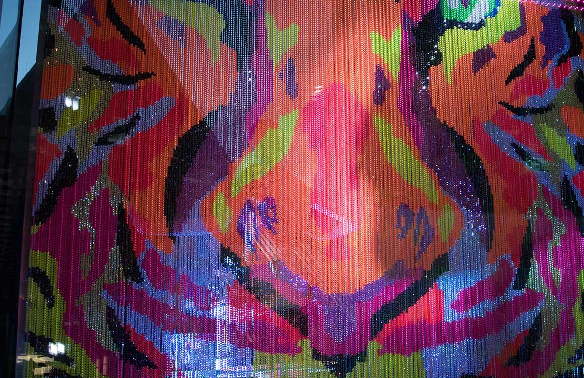 Manish Arora for Swarovski Life is Beautyful auslage swarovski kristallvorhang