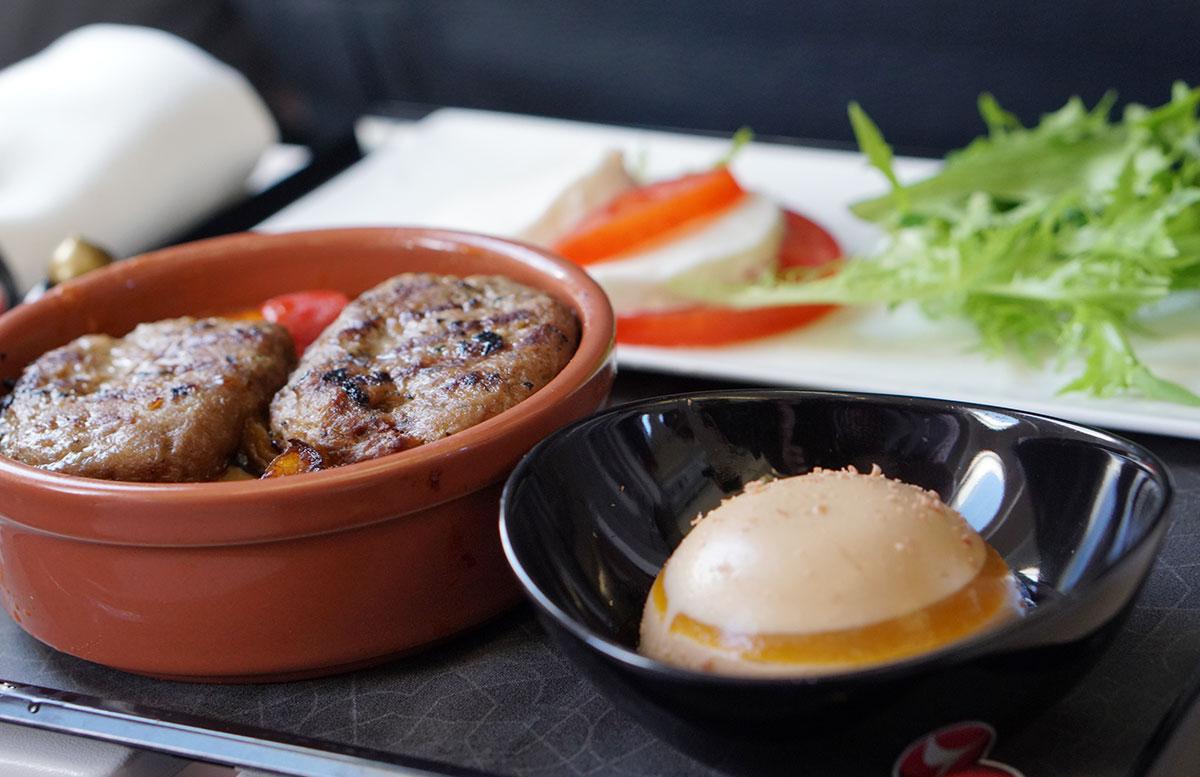 Mein-Business-Class-Flug-mit-Turkish-Airlines-flugzeug-essen