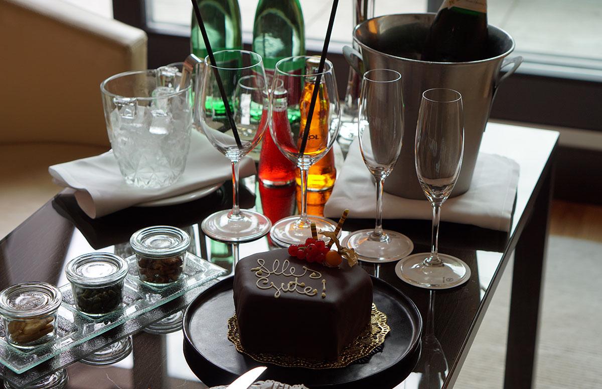 Mein-Geburtstag-im-Sheraton-Grand-Hotel-Salzburg-torte