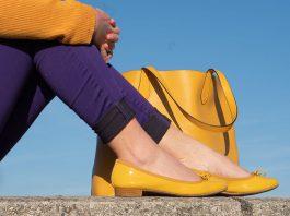 Meine-Trendfarben-2019-Outfit-Curry-und-Ultraviolett-detail-schuhe-tasche