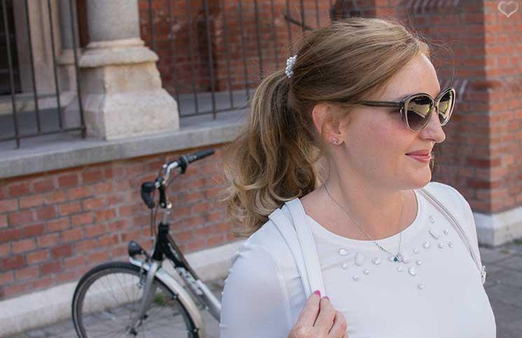 Mit-dem-Rad-durch-die-Stadt---Herbstliches-Outfit-in-Grün--detail-brille
