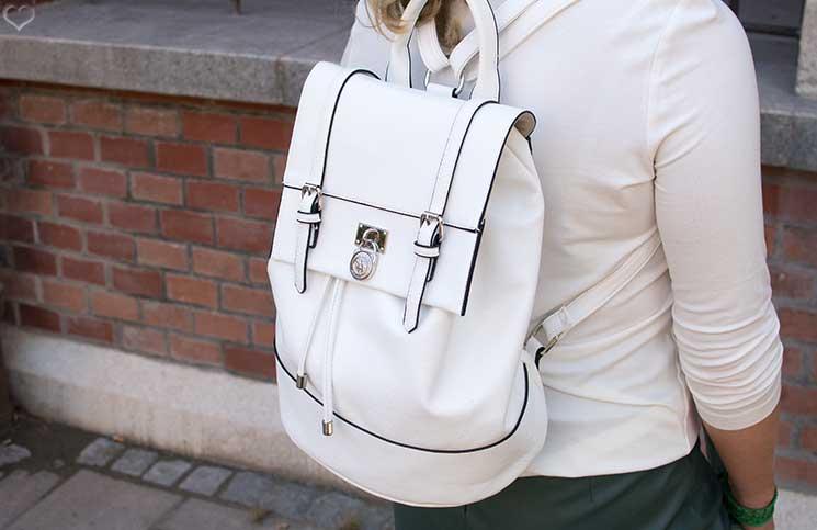 Mit-dem-Rad-durch-die-Stadt---Herbstliches-Outfit-in-Grün--detail-rucksack