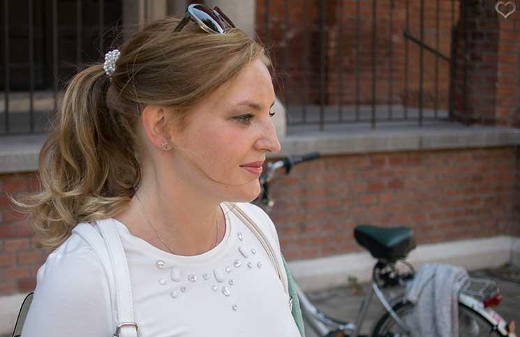 Mit-dem-Rad-durch-die-Stadt---Herbstliches-Outfit-in-Grün--detail-shirt