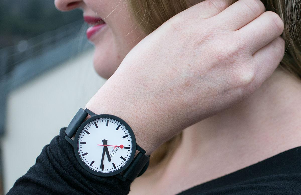 Mondaine SBB essence Uhr aus Rizinusöl und Naturkautschuk uhr detail