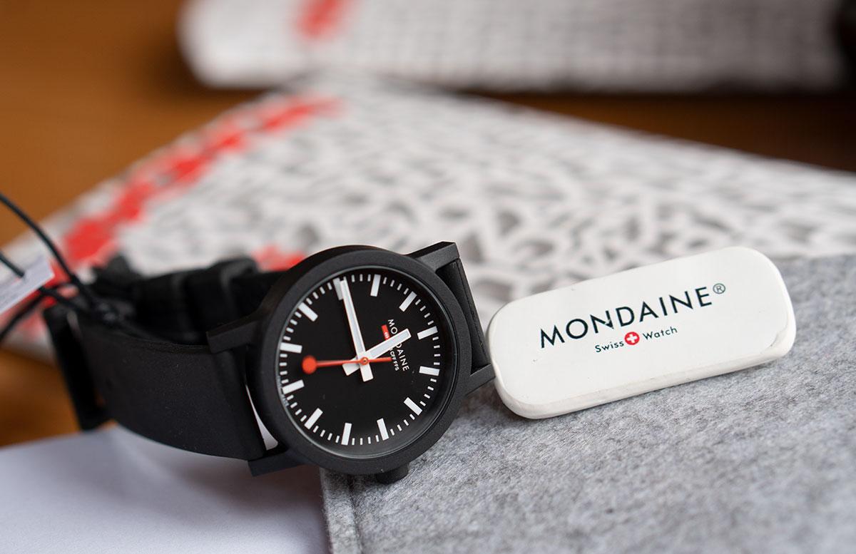 Mondaine-essence-Winter-Uhrenkollektion-2019--uhr-schwarz
