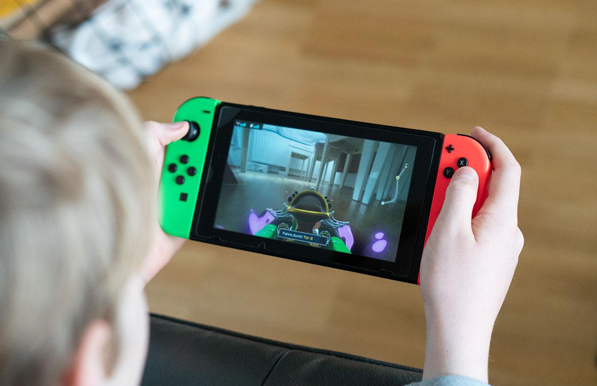 Nintendo-Switch-Mario-Kart-Live-Home-Circuit-FAHRT-DURCH-DIE-WOHNUNG