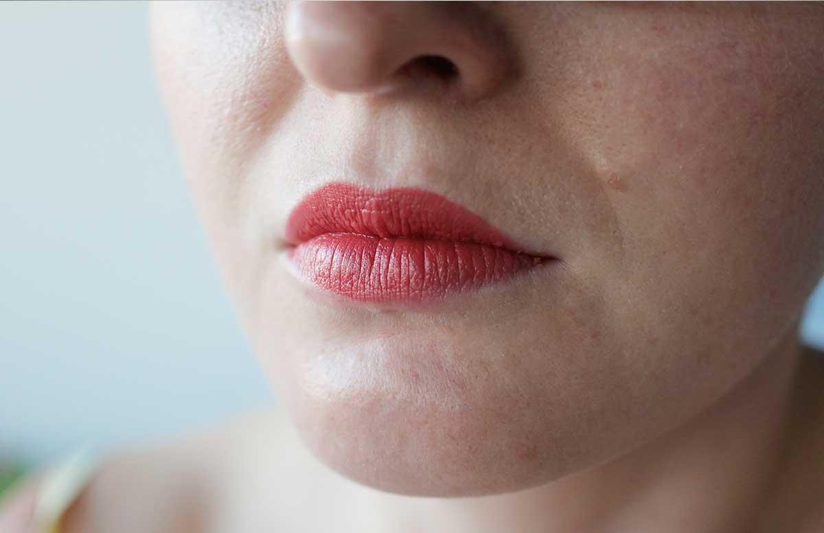 Nivea Labellino - Beauty Favorit des Monats Marionnaud Crayon Baume Velvet erdbeerrot auf den lippen