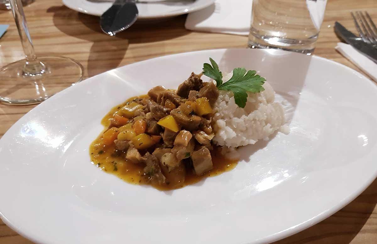 Oktoberfest und Ganslessen in der Luftburg bloggertisch gansl curry