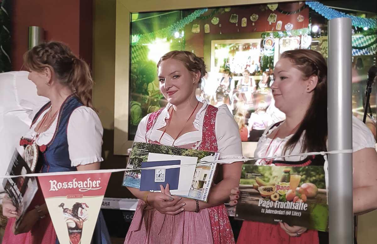 Oktoberfest und Ganslessen in der Luftburg bloggertisch maßkrug heben zweite