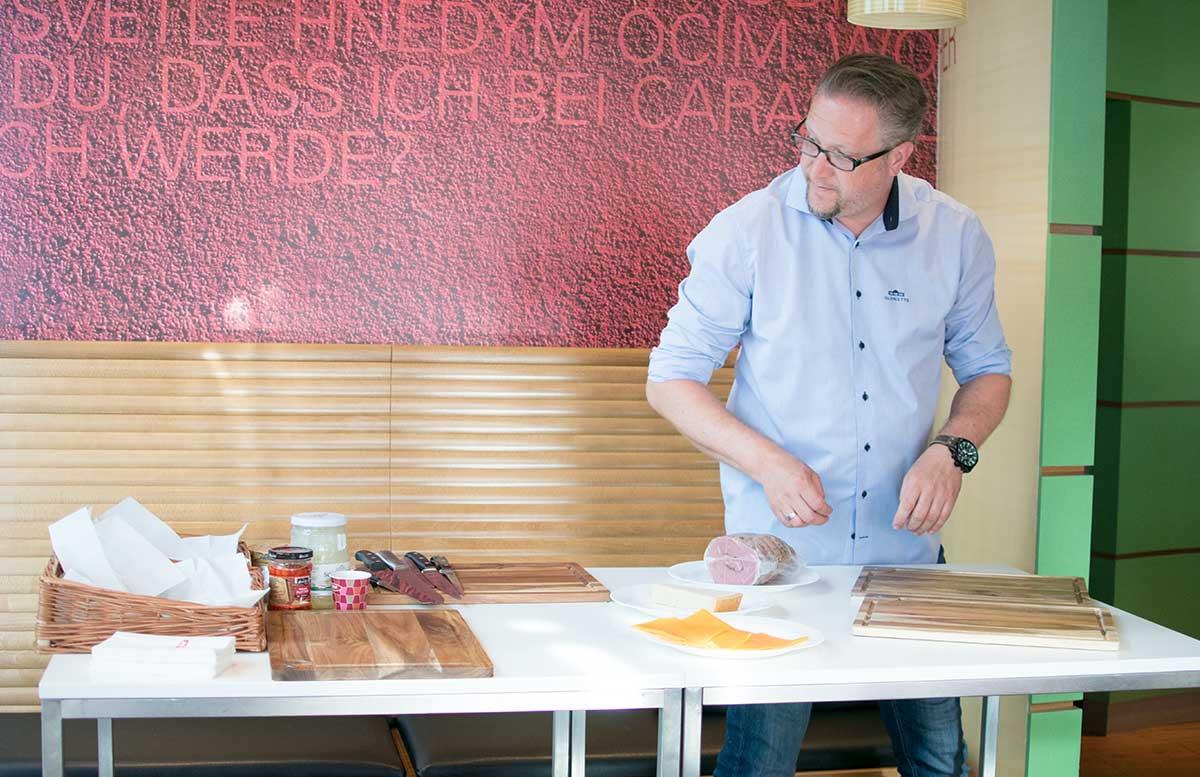 Das perfekte Pastrami Weckerl by Oliver Hoffinger pastrami sandwich vorbereitung