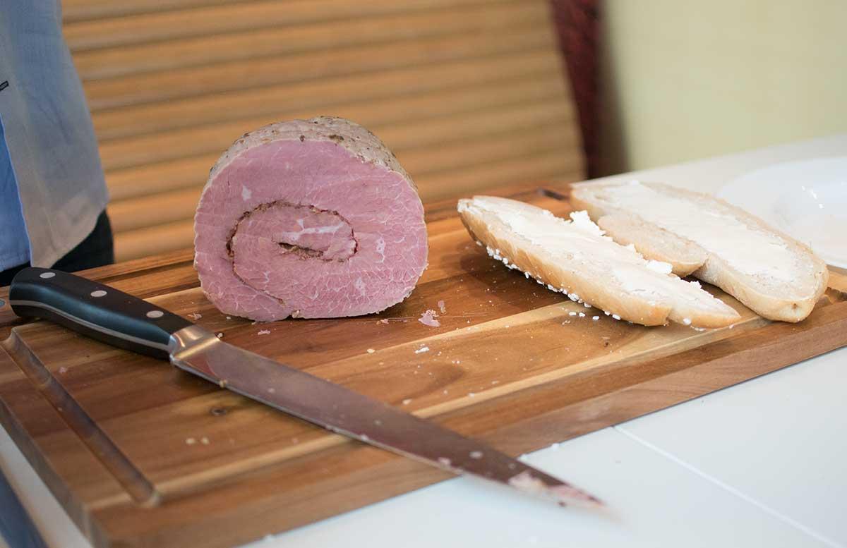 Das perfekte Pastrami Weckerl by Oliver Hoffinger pastrami rindfleisch