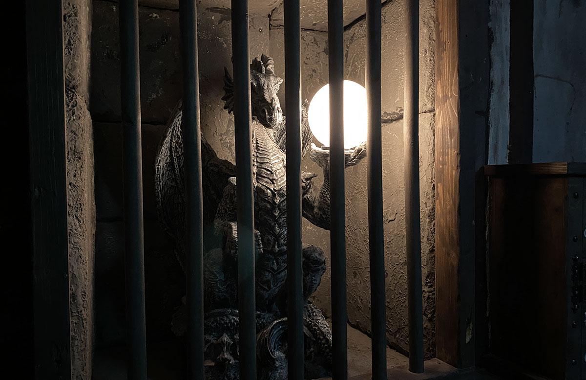 Open-the-door-Drachenhöhle-lampe-der-drache