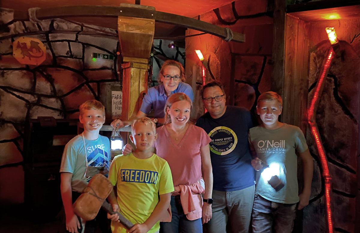 Open-the-door-Drachenhöhle-lampe-familie