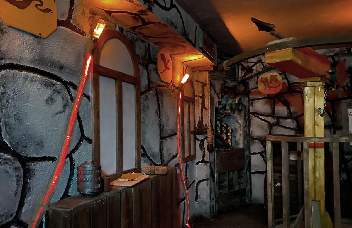 Open-the-door-Drachenhöhle-raum-inder-höhle
