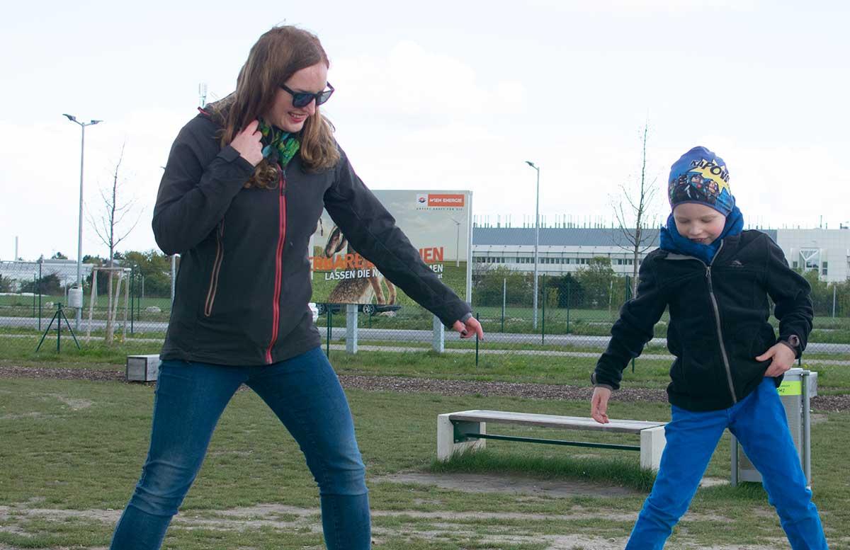 Outdoorfun mit TK Maxx im Motorikpark Wien wippe gleichgewicht