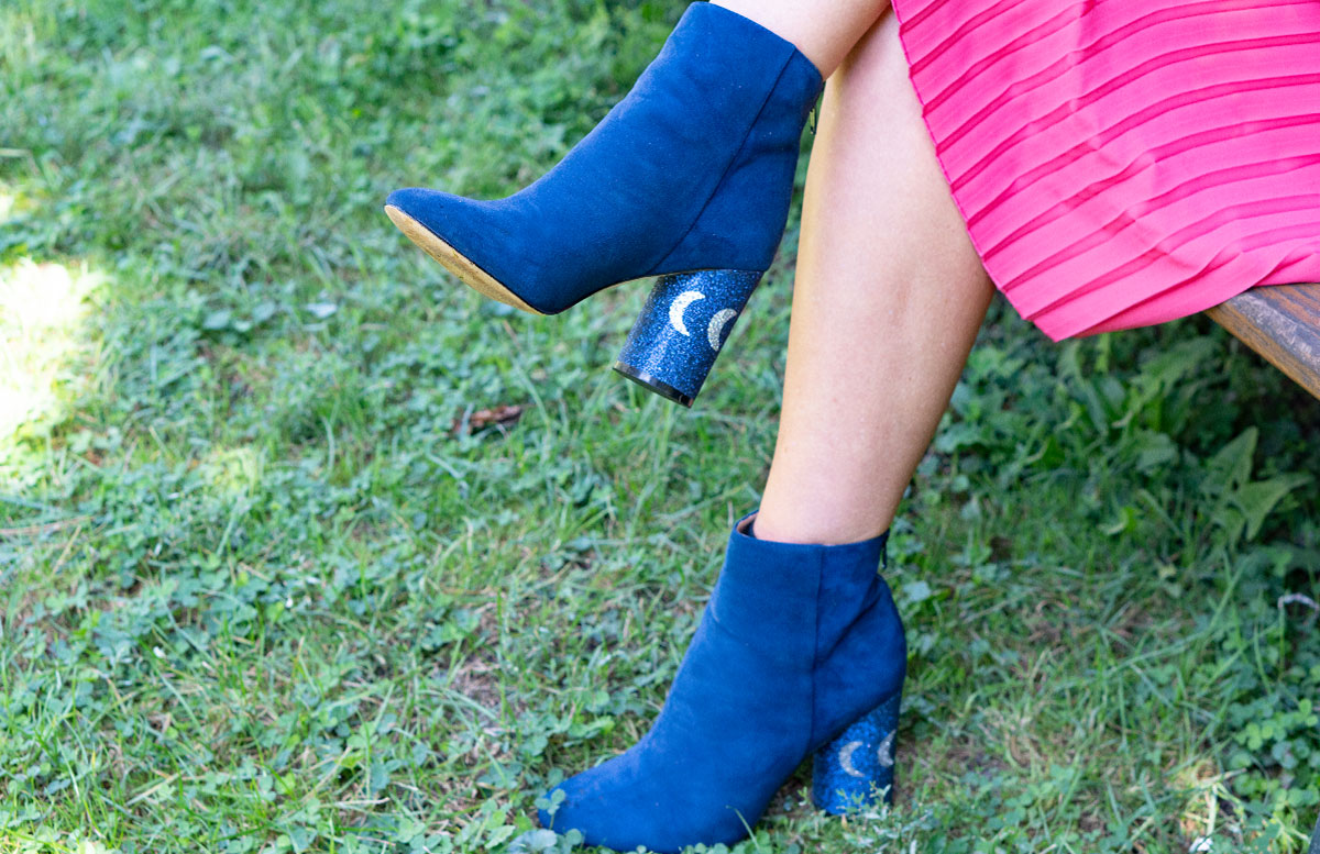 Outfit-Idee-Retro-Trend-Schluppenbluse--KATY-perry-stiefel