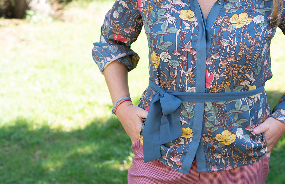 Outfit-Idee-Retro-Trend-Schluppenbluse-detail-muster