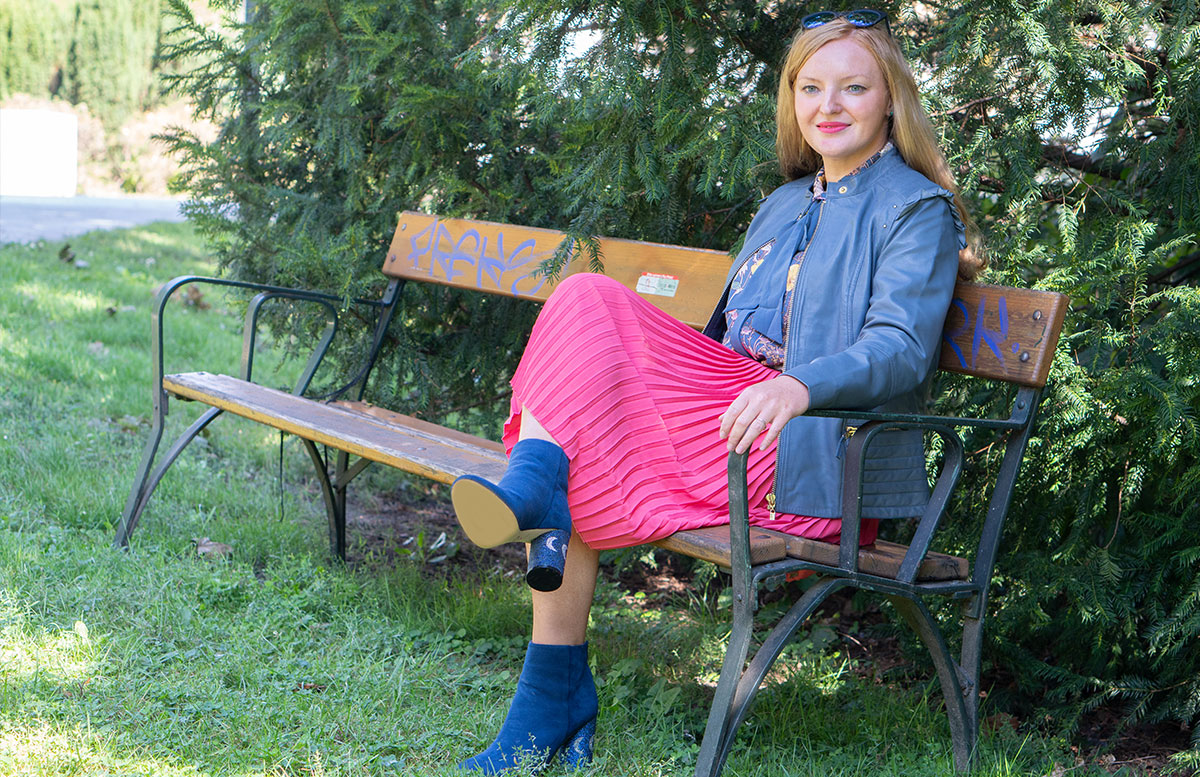 Outfit-Idee-Retro-Trend-Schluppenbluse-outfit-sitzend
