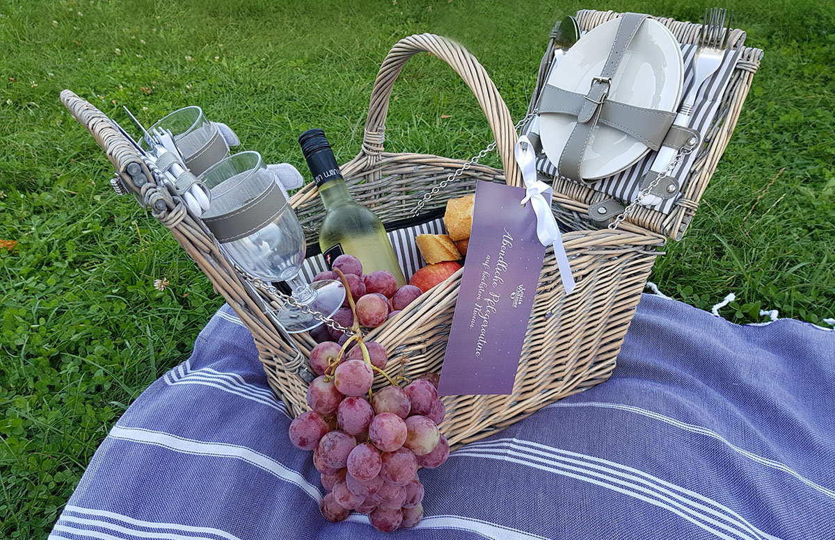 Picknick am Cobenzl mit Louis Widmer Rich Night Cream deko