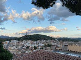 Pollensa-Urlaub-im-Norden-von-Mallorca-über-den-dächern