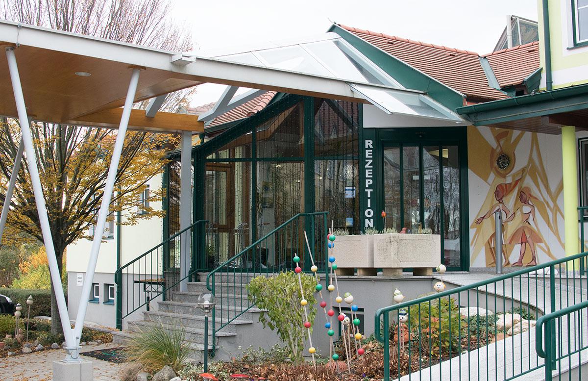 4 Sterne Superior SEMI Baby- und Kinderhotel in Lutzmannburg eingangsbereich